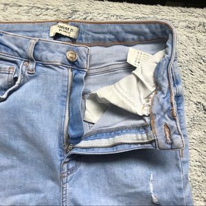 Forever 21 LIGHT WASH BLUE RIPPED JEANS FRAY ENDS